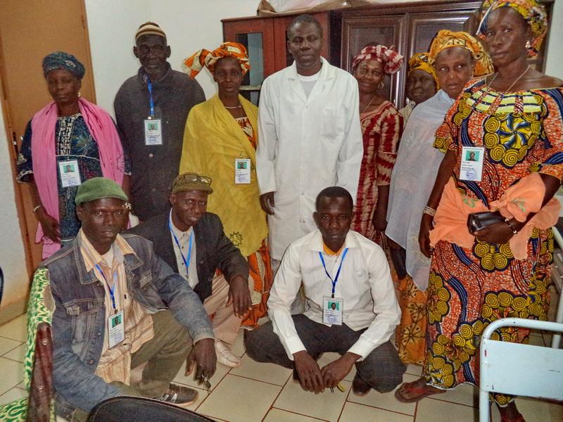 ATT_1429086023555_Les responsables de la mutuelle et le médecin chef du district sanitaire de Yanfolilaa.JPG